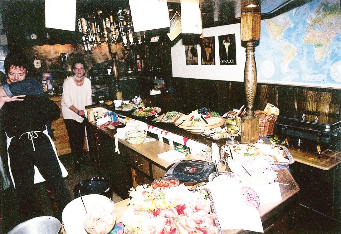 1996-erstes-Frühstück-Buffet